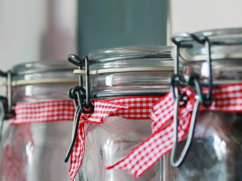 Słoiki, flaszki oraz inne szklane piękności w ludzkiej codzienności